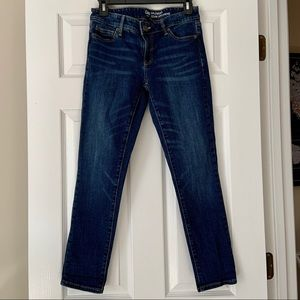 Gap jeans. Ankle length. Girlfriend fit. Size 0/25